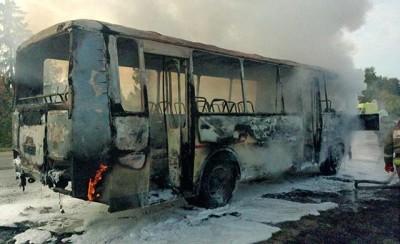 Автобус сгорел вместе с автосервисом